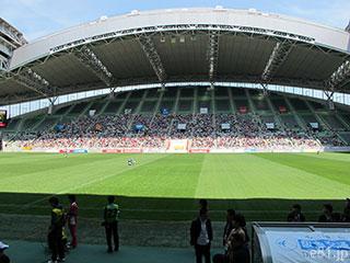 ノエビアスタジアム神戸のピッチを座席から撮影