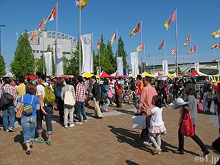 試合後のノエビアスタジアム神戸の入口前