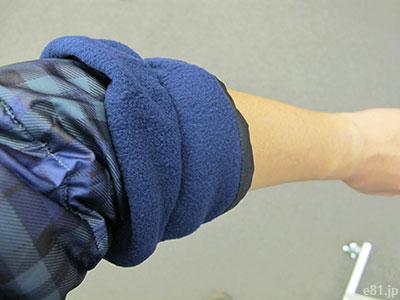 「選べる柄の男女兼用テフロン加工ダウンはんてん」の袖の部分をまくり上げたところ