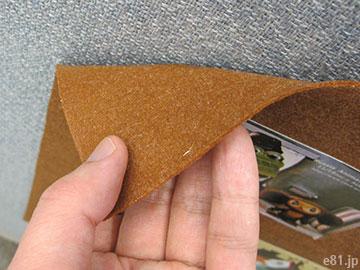 「ぺたぺた貼り付けボード」と壁との接触面