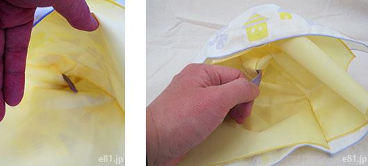 「ぬれたハンカチを入れても安心 くるりんガーゼハンカチ」は、ループを使って素早く裏返すことができます