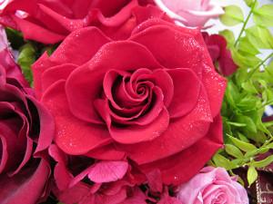 『プリザーブドフラワー「絢爛の薔薇~ダイヤモンドの輝き~」』のダイヤモンドローズ