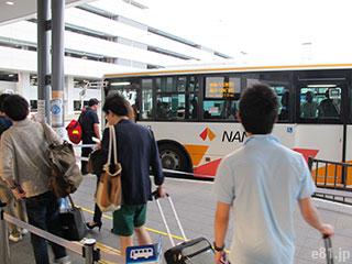 エアロプラザ1階の南側にある、第2ターミナルへの無料連絡バス乗り場