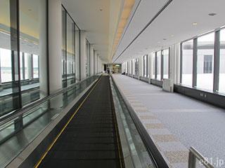 成田空港内の通路