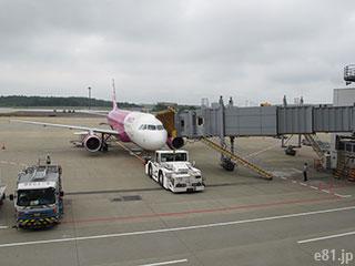 成田空港から、関西空港行きの便に乗るところです。