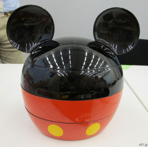 「おせち・ミッキーマウス・シルエット三段重」の外見
