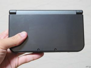 「Newニンテンドー3DS LL」の、閉じた状態での表側