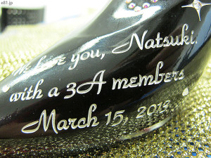 「スワロデコ♪シンデレラ・シュー」のボトルに彫刻されたメッセージ