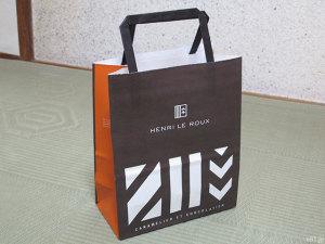「HENRI LE ROUX(アンリ・ルルー) 【ホワイトデー届け専用】焼き菓子詰め合わせS」に同梱されていた手提げ袋