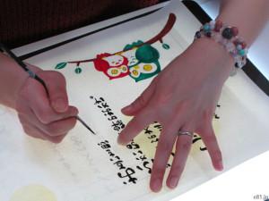 「感謝の筆文字」の制作風景(2)イラストの書
