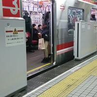 大阪市営地下鉄御堂筋線の可動式ホーム柵