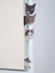 「フェリシモ」にて販売されています「そこにいたの!? ノートで遊ぶ 猫ふせんの会」。