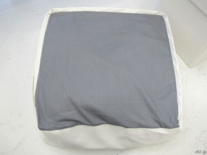 「フェリシモ」で販売中の「ソファのような布団収納クッション〈ホワイト〉」