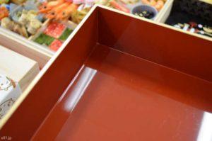 ベルメゾンで販売中の「おせち・ディズニー・和風プレミアム四段重」のお重の内側